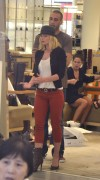 Джэйми Прессли, фото 1237. Jaime Pressly - shopping at Barneys New York in Beverly Hills, 09.11.11, foto 1237