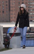 Энн Хэтэуэй, фото 5953. Anne Hathaway 'Walking her dog in Brooklyn', february 5, foto 5953