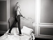 Kate Moss : Topless Wallpapers x 4