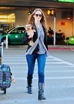 Эмми Россам, фото 3333. Emmy Rossum Looks Great with Her Dog LAX 2/17/12, foto 3333