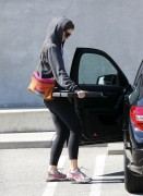 Миша Бартон, фото 10522. Mischa Barton - shopping and at a car wash in California 02/23/12, foto 10522