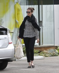 Мэнди Мур, фото 3397. Mandy Moore goes shopping before heading to the Byron and Tracey Salon, february 27, foto 3397